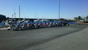 漁港に並ぶGS400